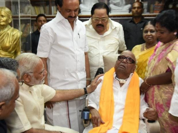 PM Narendra Modi meeting Karunanidhi (Photo: Twitter @narendramodi)