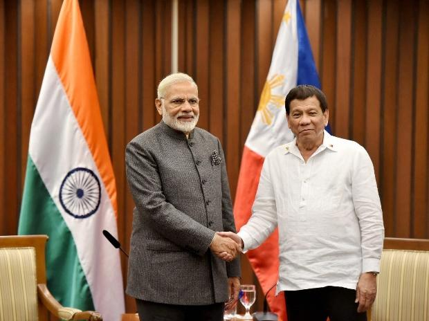 Prime Minister Narendra Modi meeting the President of Philippines, Rodrigo Duterte in Manila, Philippines. (Photo: PTI/ PIB)