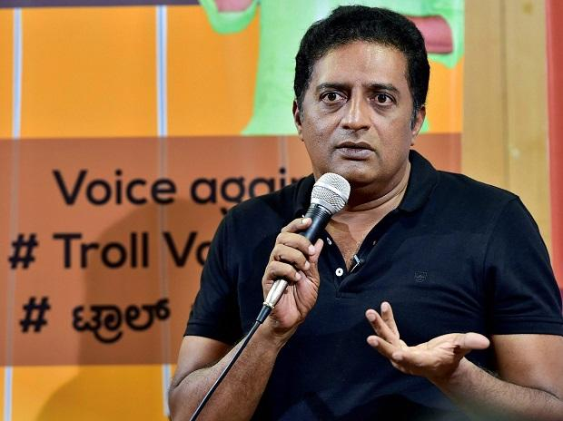 Prakash Raj sends legal notice to BJP MP Pratap Simha for trolling