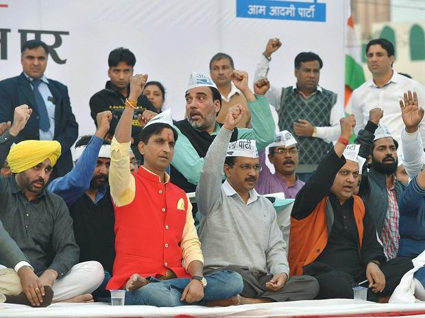 AAP convenor and Delhi CM Arvind Kejriwal with Kumar Vishwas, Bhagwant Man and other leaders during a convention to mark the party's 5th Foundation Day at Ramlila Maidan in New Delhi. (Photo: PTI)