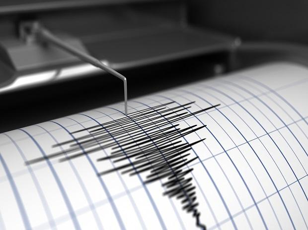 Quake of magnitude 5 strikes North India, tremors felt in Delhi-NCR