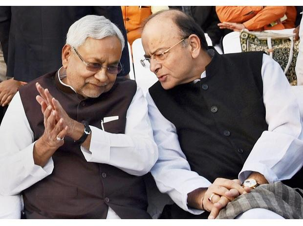Union Finance Minister Arun Jaitley and Bihar Chief Minister Nitish Kumar at a marriage ceremony in Patna on Sunday. (Photo: PTI)