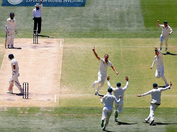 Australia's Hazlewood in action on Day 5 against England. Photo: Reuters