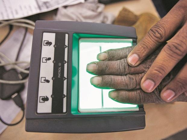 Govt to sort out Aadhaar glitches