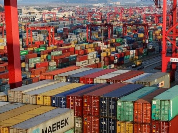 File photo: Container boxes are seen at the Yangshan Deep Water Port, part of the Shanghai Free Trade Zone, in Shanghai (Photo: Reuters)