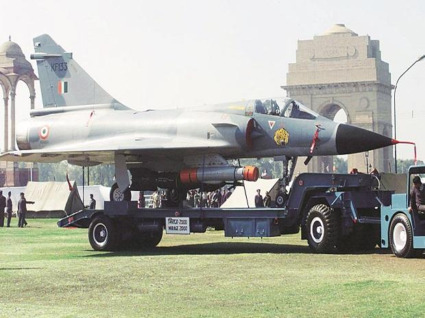Sitharaman confirmed the abortive global tender for 126 medium fighters started out as an IAF bid to replace its single-engine light MiG-21 fighters with six squadrons of Mirage-2000 (above) Photo: Reuters