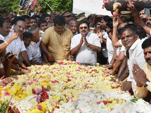 Sidelined AIADMK leader T T V Dhinakaran offering floral tributes at the memorial of MG Ramachandran after winning the RK Nagar constituency bypoll, at Marina in Chennai (Photo: PTI)