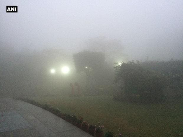 Low visibility in #Delhi as dense #fog shrouds the national capital; five domestic and seven International flights delayed, one cancelled. Photo: ANI