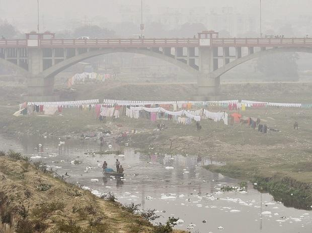 Winter fog envelopes a ghat area of Lucknow. Photo: PTI
