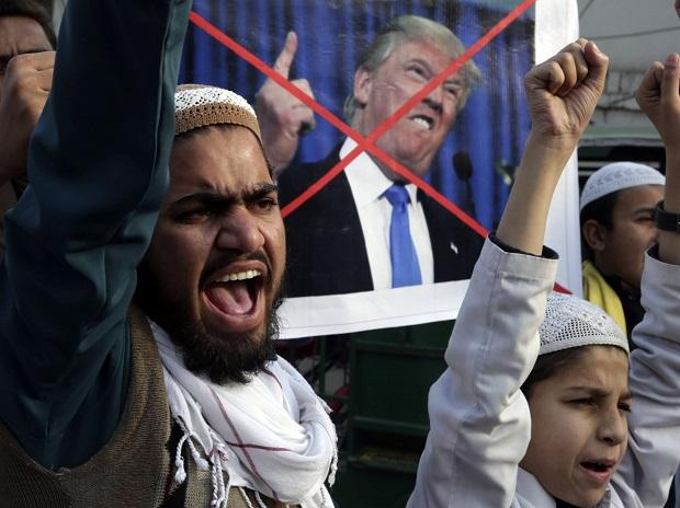 Pakistani religious students protest against U.S. President Donald Trump in Lahore. Photo: PTI
