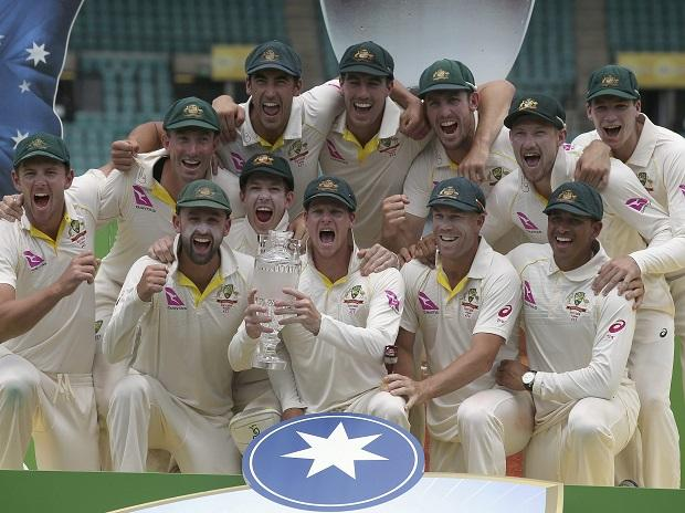 Australia's Steve Smith, center, holds up their trophy as Australian players celebrate their win over England on the last day of their Ashes cricket test match in Sydney. Photo: AP | PTI