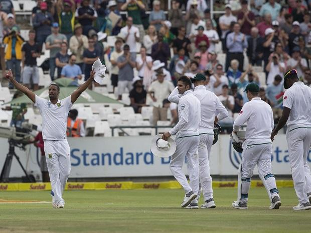 Vernon Philander of South Africa, left, gestures to the crowd after taking the final Indian wicket to win by 72 runs on the fourth day of the first test between South Africa and India at Newlands Stadium, in Cape Town. Photo: AP/PTI