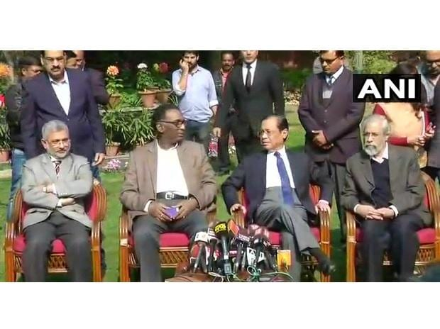 Supreme Court Judges Kurian Joseph, J.Chelameswar, Ranjan Gogoi and Madan Lokur address the media shortly #Delhi (names in order of seating). (Photo: ANI)