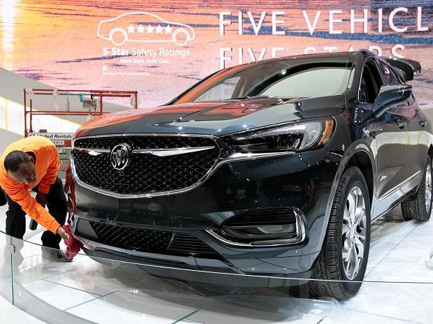 A worker details a 2018 Buick Avenir SUV on the display floor before the start of Press Days for the North American International Auto Show at Cobo Center in Detroit. </p><p>Photo: Reuters