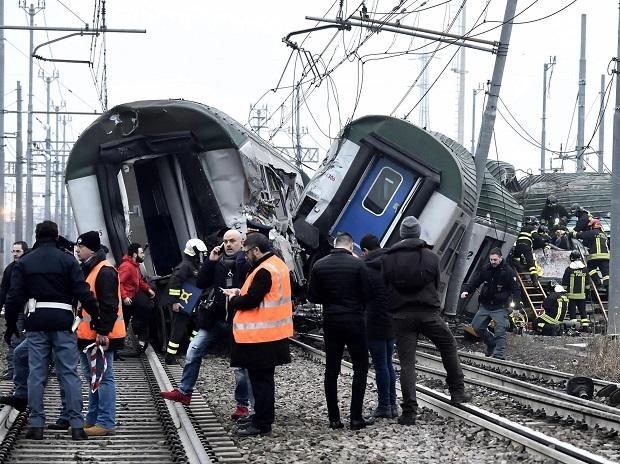 Rescue teams help passenger out of a derailed train at the station of Pioltello Limito, on the outskirts of Milan, Photo: AP/PTI