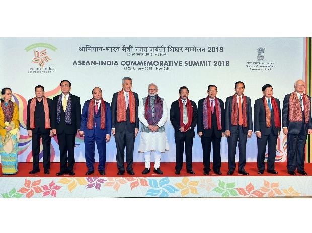Prime Minister Narendra Modi with the ASEAN Heads of State / Governments and ASEAN Secretary General at the ASEAN India Commemorative Summit, in New Delhi. (Photo: PTI)