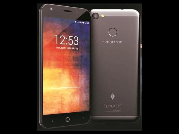 The device is sleek and sturdy with an easy grip. The fingerprint scanner at the back is very responsive