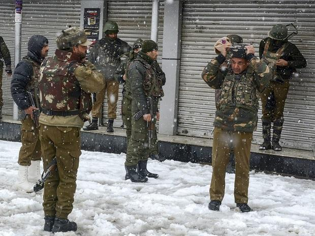 Special Operation Group (SOG) of Jammu and Kashmir Police personnel take positions near the building where militants were sheltering during an encounter, near a CRPF camp at Karra Nagar in Srinagar. (PTI Photo)