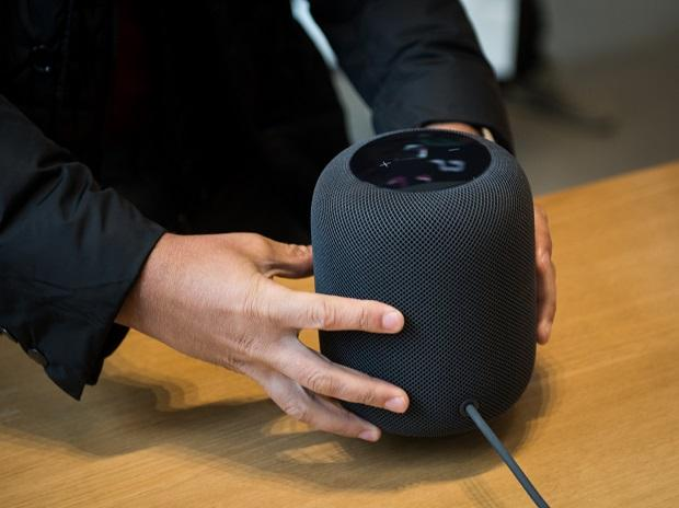 Apple's HomePod isn't selling - stocks are piling up