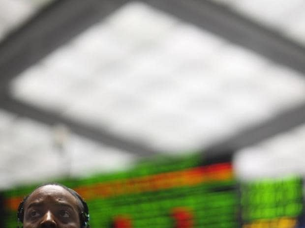 A clerk keeps an eye on the market in the S&P 500 pit at the Chicago Mercantile Exchange. (Photo: Reuters)