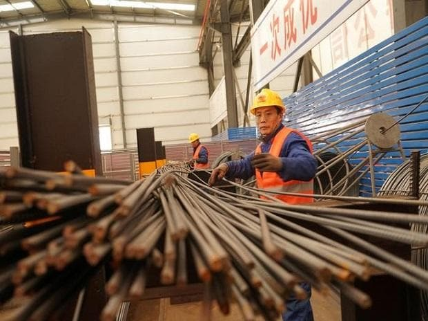 Economy | Factory index at 19-month low as holiday slows work