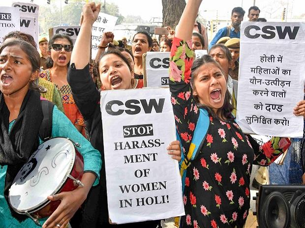Holi festival, delhi college girls, seme-filled baloon, du protest, DU student,Lady sri ram college, lsr,pinjra tod,