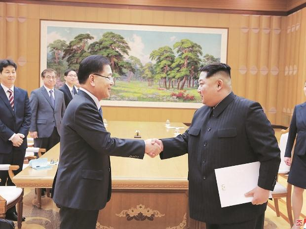North Korean leader Kim Jong Un (right) shakes hands with South Korean National Security Director Chung Eui-yong after Chung gave Kim the letter from South Korean President Moon Jae-in, in Pyongyang, North Korea AP/Pti