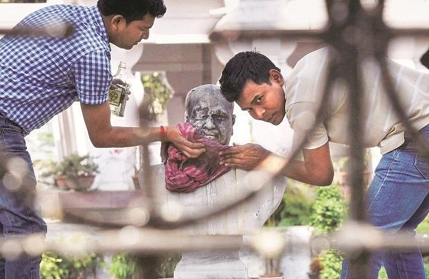 shyama Prasad Mukherjee bust