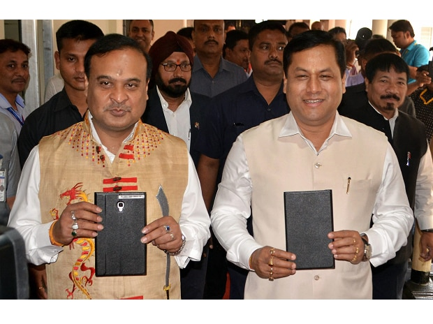 Assam Finance Minister Himanta Biswa Sarma (left) with Assam Chief Minister Sarbananda Sonowal display the tablets containing the state budget 2018-19 documents on their arrival at the Assam Legislative Assembly (ALA). (Photo: PTI)