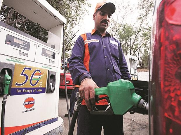India Asks Oil Retailers Not to Increase Fuel Prices