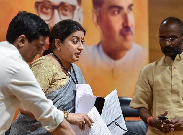 Smriti Irani accuses Kapil Sibal of links with money laundering accused