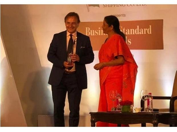 MatthewSpacie receiving the Business Standard Social Entrepreneur of the Year Award from Defence Minister Nirmala Sitharaman