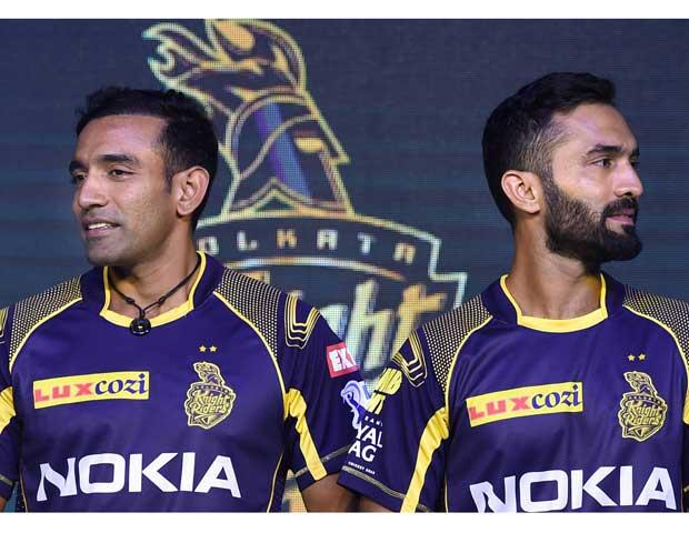 KKR captain Dinesh Karthik (R) and his teammate Robin Uthappa during a press conference and jersey of launch ahead of IPL 2018, in Kolkata Photo: PTI