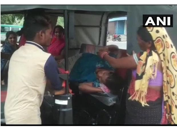 A woman gave birth in an auto rickshaw after unavailability of doctors at the Community Health Centre in Chhattisgarh's Koriya. (Photo: ANI)