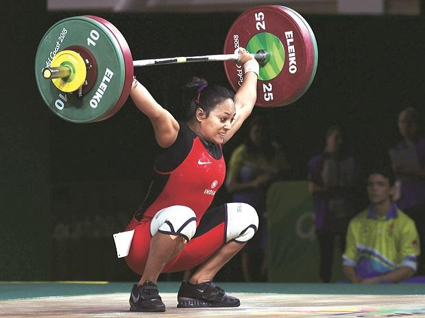 Indian weightlifter Punam Yadav competes in women's 69kg category during the Commonwealth Games 2018 at Gold Coast in Australia on Sunday. 	Photo:PTI