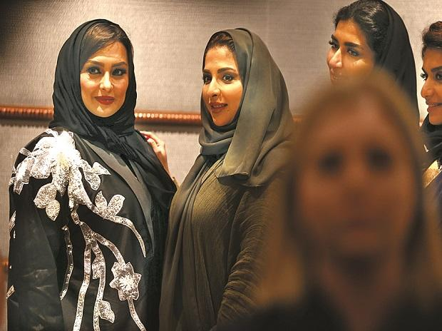 Women attend the Arab Fashion Week in Riyadh	Photo: Reuters