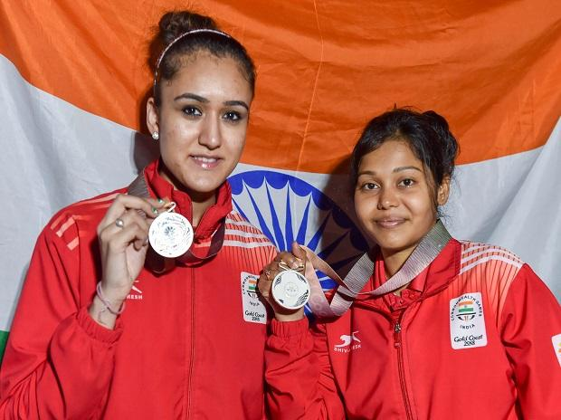 India's Manika Batra and M Das show their silver medals at the medal ceremony of Table Tennis women's doubles event at the Commonwealth  Games 2018 in Gold Coast. Photo: PTI
