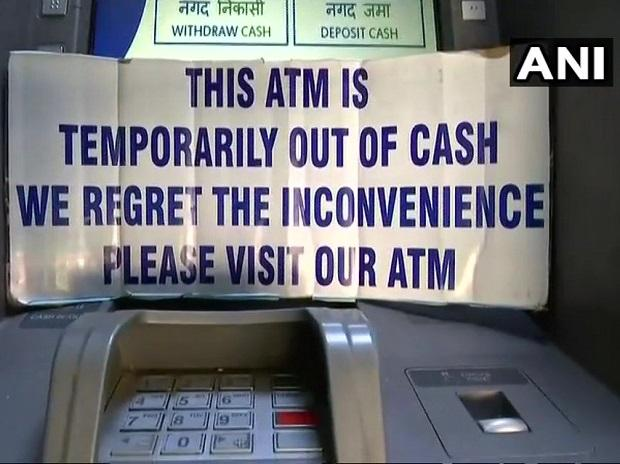 ATMs run dry across the country ; Jaitley says cash crunch temporary