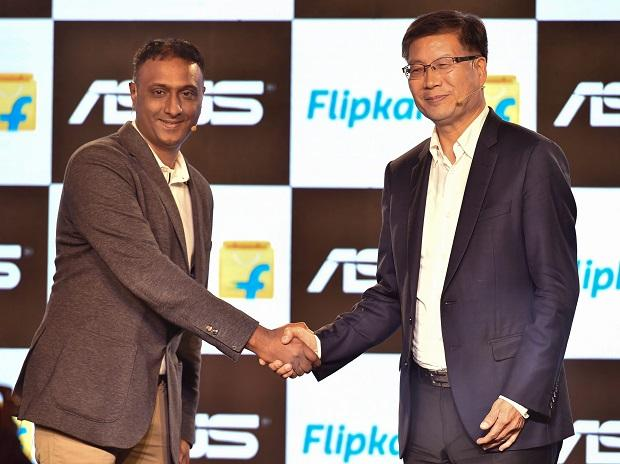 Flipkart CEO Kalyan Krishnamurthy and Asus CEO Jerry Shen during the announcement of their long-term strategic partnership in New Delhi. Photo: PTI