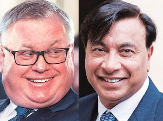 VTB Bank Chairman Andrey Kostin and (right) ArcelorMittal Chief Executive Officer Lakshmi Mittal. Both VTB-controlled Numetal and ArcelorMittal might get a chance to bid for Essar Steel