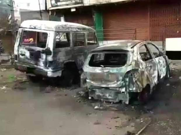 1 dead, 35 injured; shops, vehicles set ablaze during Aurangabad clashes