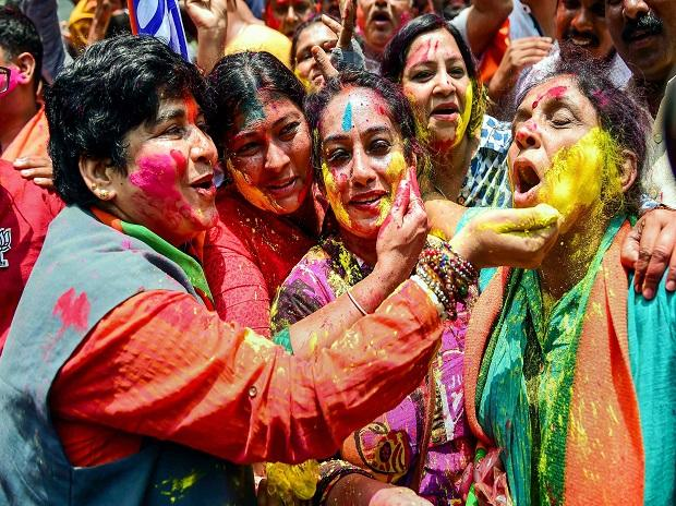 BJP women workers celebrating