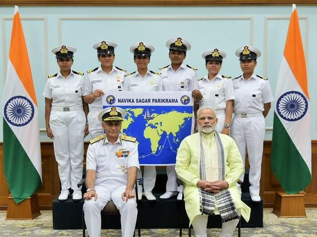 PM meets crew of Navika Sagar Parikrama last year. (Photo: @indiannavy)