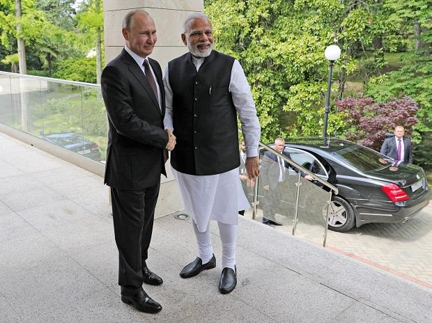 Russian President Vladimir Putin, left, and Indian Prime Minister Narendra Modi pose for a photo during their meeting in the Bocharov Ruchei residence in the Black Sea resort of Sochi, Russia, Monday, May 21, 2018.