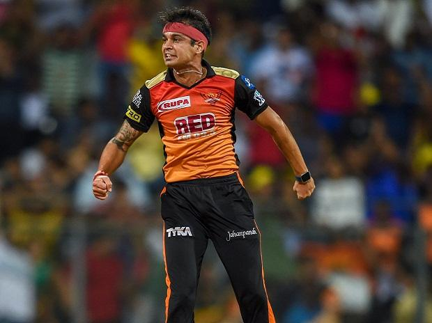 Sunrisers Hyderabad bowlers bring them back in the game