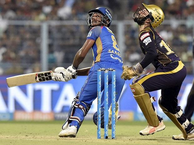 KKR vs RR, IPL 2018, Rajsthan Royals' batsman Sanju Samson plays a shot as KKR's captain wicketkeeper Dinesh Karthik looks on during the 2nd qualifier IPL eliminator cricket match between KKR and Rajasthan Royals at Eden Garden in Kolkata. Photo: PTI