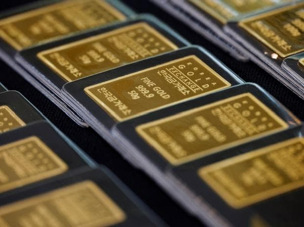 Gold prices today at Rs 53,730 per 10 gm, silver trends at Rs 62,000 a kg