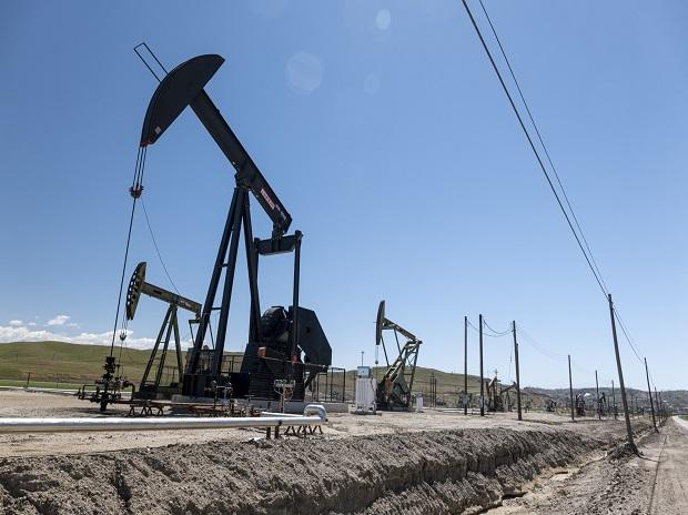 Oil prices retreat on unexpected build-up in US crude inventories
