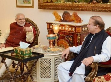 Modi flies to Pakistan, goes to Sharif's house