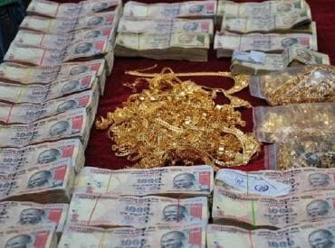 I-T raid at eight locations in Chennai; Rs 90 cr, 100 kgs gold seized